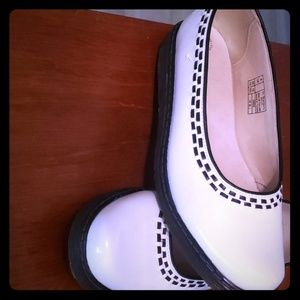Size 10 White patent leather Dr. Martens, Kelly